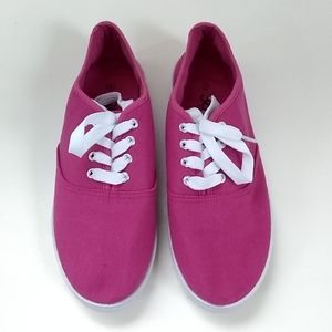 NWOT 385 Fifth fuchsia lace up canvas sneakers 9